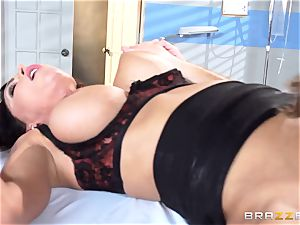 tasty medic Jessica Jaymes eases her pulsating patient