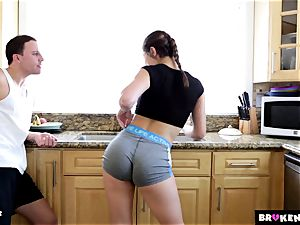 BrokenTeens jaw-dropping Leah Gotti pokes as