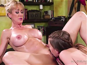 Jill Kassidy makes her red-hot cougar client Brandi love ejaculation
