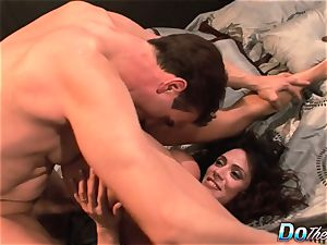 cheating wife Ariella Ferrara pulverize man