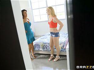Lezley Zen demonstrates Raylin Ann to deep-throat manstick