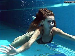 Tiffany Tatum undresses naked underwater