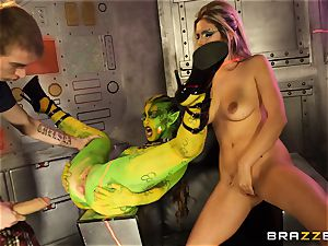 Alien Tiffany girl and Eva Parcker out of this world pummeling