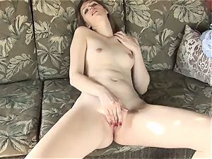 ginger-haired Angie Tyler fingers puss Outdoors