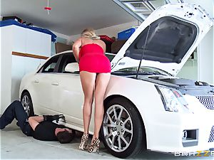 super-fucking-hot wifey Samantha Saint porks her hubbies brother